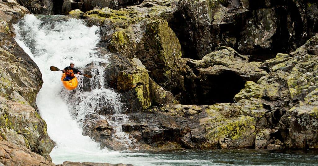 Kayaker-jumping-down-waterfall