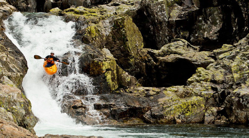 Kayaker-jumping-down-waterfall