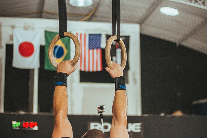 dead hang workouts with rings
