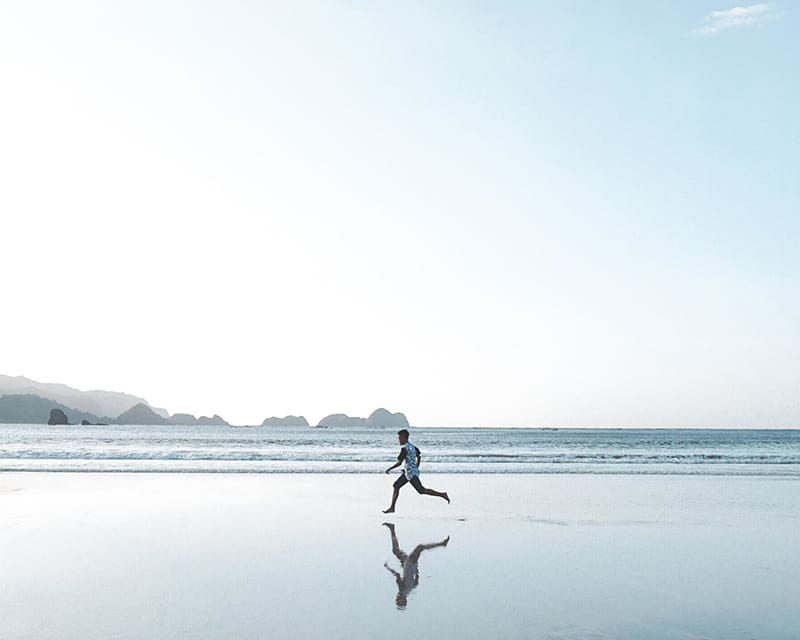running quotes with athlete on beach