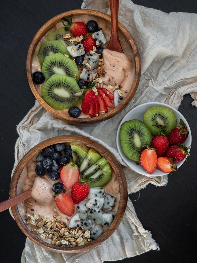 fruit bowls with kiwi fruit