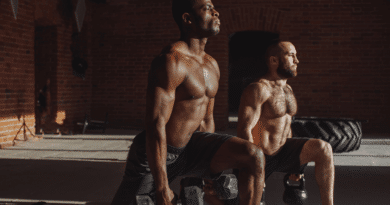 Reverse-Dumbbell-Lunge-Workouts